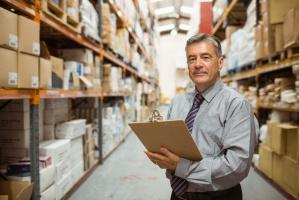 Zróżnicowanie wynagrodzenia kierowników w branży logistycznej i produkcyjnej
