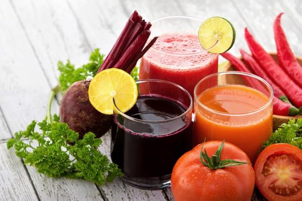 Spożywanie owoców, warzyw i soków dodaje energii