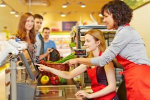 Rolnictwo, handel i HoReCa - sektory, w których zatrudnianie Ukraińców ma kluczowe znaczenie