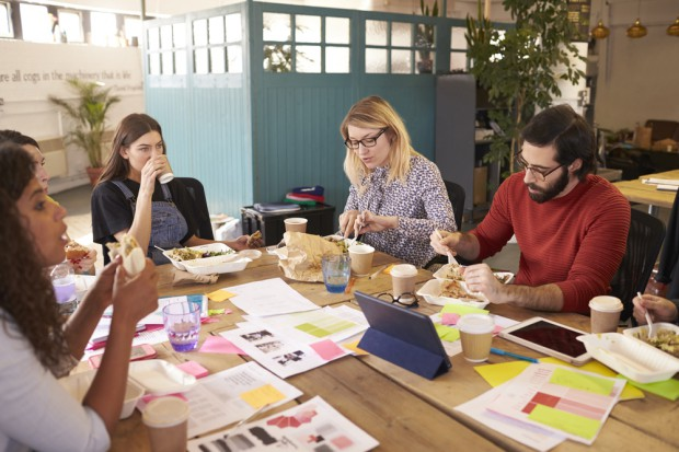Badanie: Co Polacy jedzą w pracy?