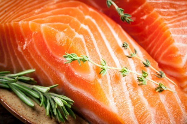 Spadek zamówień na norweskiego łososia