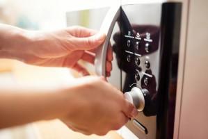 Wykorzystanie kuchenek mikrofalowych do przygotowania potraw w polskich gospodarstwach domowych