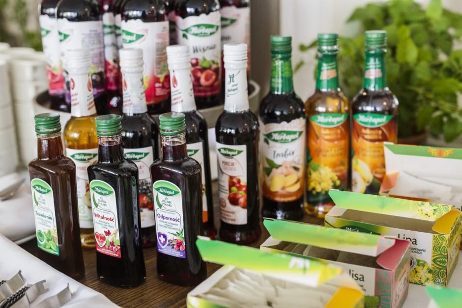 Naturalna Ice Tea i nowe smaki syropów wśród letnich propozycji marki Herbapol