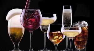 Piwo w środę, wódka w sobotę, czyli co, kiedy i jak piją Polacy
