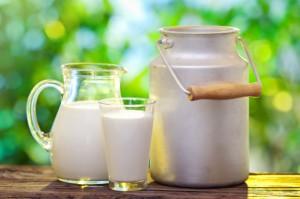 UE: Dostawy mleka w lutym mniejsze niż przed rokiem