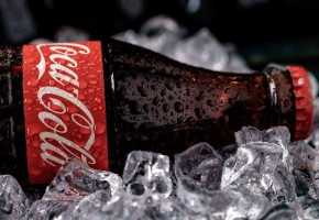Coca-Cola: Spadek przychodów w I kw., ale sprzedaż wolumenowa bez zmian