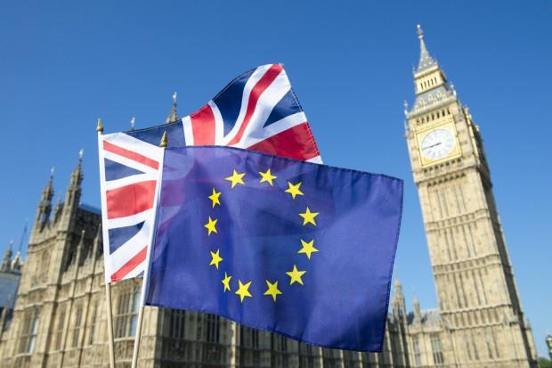 Brytyjskie media: May wypowiedziała wojnę Brukseli