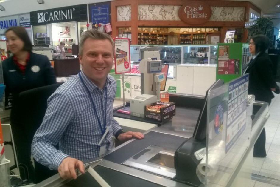 Tesco: Dyrektor zarządzający pracował na kasie w hipermarkecie