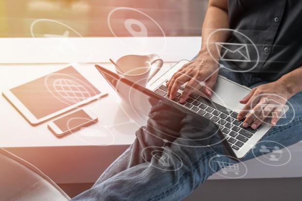 Małe i średnie firmy szukają inspiracji w internecie