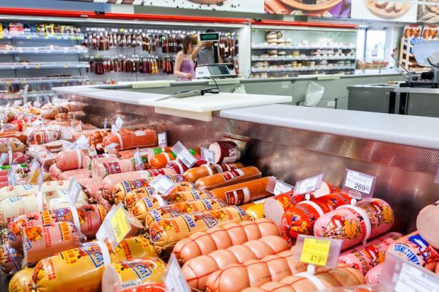 Drób zakażony wirusem ptasiej grypy trafia na półki sklepów w Rosji