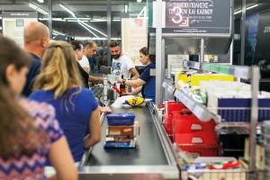 Handel: Wojna płacowa o pracowników