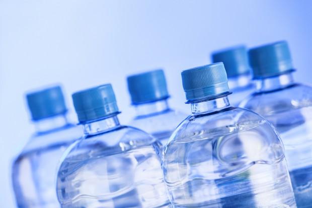 Warszawskie Lotnisko Chopina deklaruje obniżenie ceny wody butelkowanej