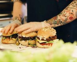 Krowarzywa: Konsumenci coraz częściej kierują się w stronę oferty wegetariańskiej i wegańskiej
