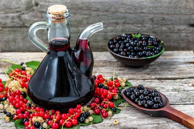 Produkcja win owocowych spadła w kwietniu i w ciągu czterech miesięcy roku