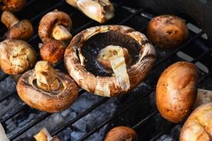 Grzyby z grilla i mikrofalówki są zdrowsze niż gotowane i smażone