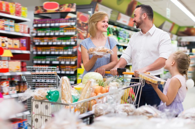 Handel napędzany programem Rodzina 500+ oraz poprawą sytuacji na rynku pracy