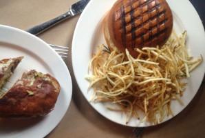 Zdjęcie numer 1 - galeria: Ekspert: Burgery nakręcają restauracjom sprzedaż. Weszły na stałe do jadłospisu