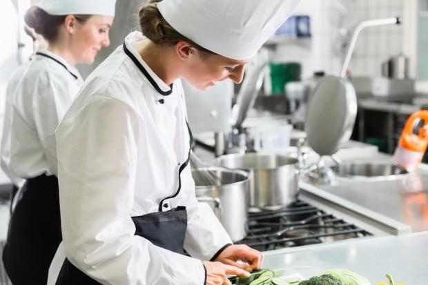 W wakacje zwiększone zapotrzebowanie na pracowników gastronomii, rolnictwa i handlu