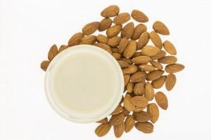 """Globalny rynek """"mleka"""" roślinnego sięgnie 16 mld USD w 2018 r."""