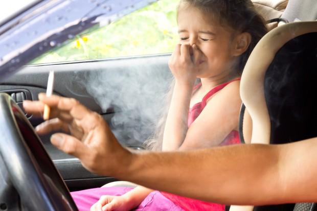 Bierne palenie w dzieciństwie zwiększa ryzyko poważnej choroby stawów