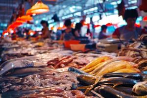 Japonia: Kontrowersje wokół przeniesienia słynnego targu rybnego