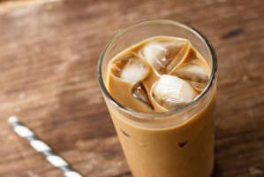 Wielka Brytania: Bakterie w mrożonych kawach trzech znanych sieci kawiarni