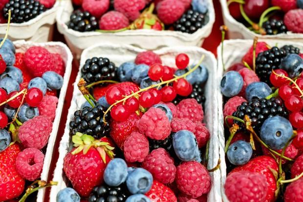 Polacy coraz bardziej świadomi korzyści ze spożywania owoców jagodowych
