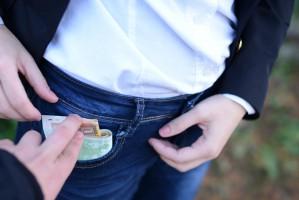 Co czwarty pracownik gotowy wręczyć łapówkę za utrzymanie relacji biznesowych