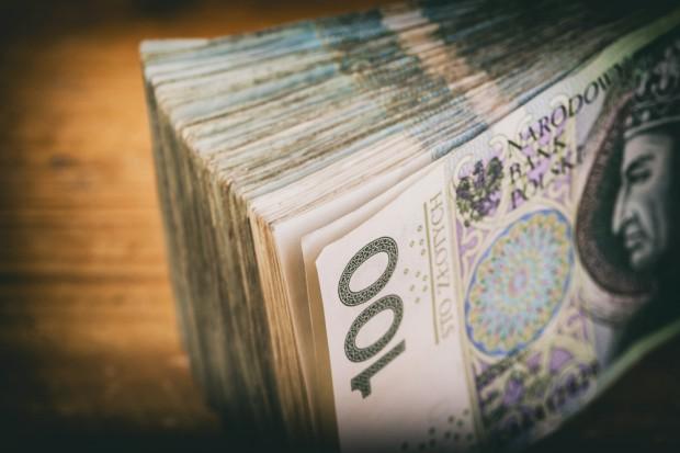 Praca: Banki konkurują o pracowników m.in. z Lidlem i Biedronką