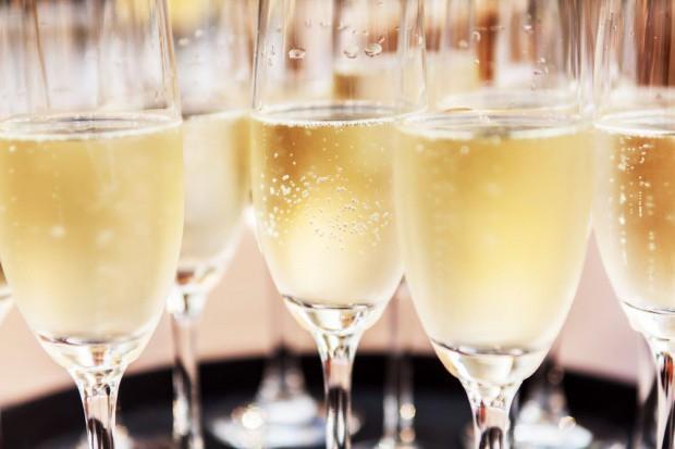 Światowy boom na wina musujące dotarł do Polski i zmienia rynek; Ambra poszerza portfolio