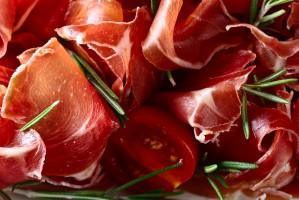 Włoskie szynki długo dojrzewające zyskują na popularności w Polsce