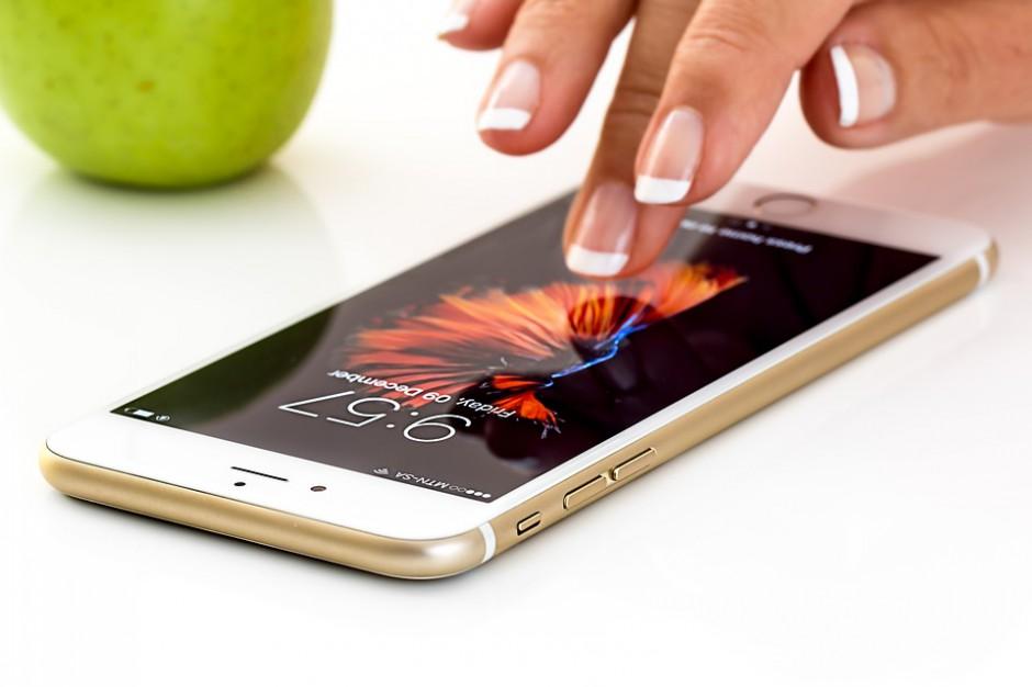 Wzrost wydatków na reklamy na ekranach smartfonów