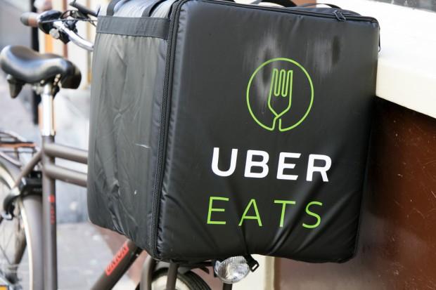 W.Brytania: Rząd chce wzmocnić pozycję pracowników Ubera i Deliveroo