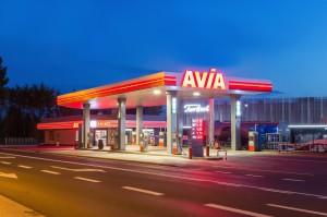 Unimot tworzy sieć stacji paliw Avia