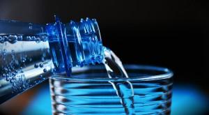 Złote czasy dla wody: Produkcja 2,5 razy większa niż mleka, spożycie wyższe niż piwa