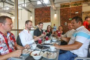 Browar Stu Mostów stworzył piwo we współpracy z producentami czarnej porzeczki