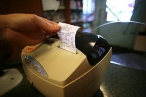 MF chce stopniowego wycofywania kas fiskalnych z paragonami papierowymi