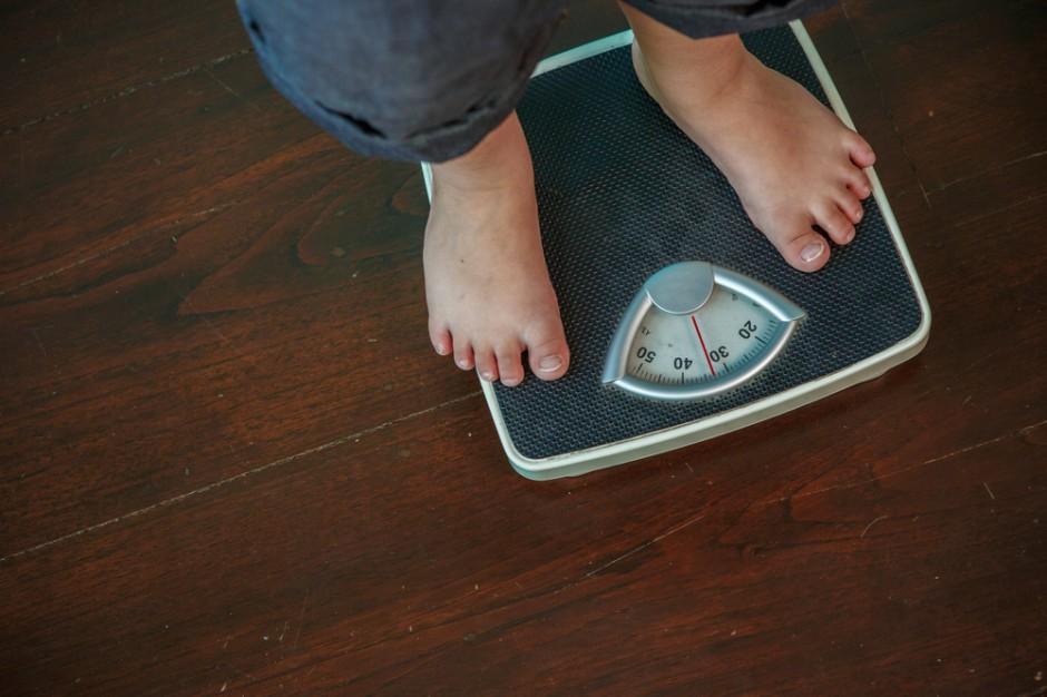 Naukowcy: Nadwaga i otyłość w młodości zwiększają ryzyko raka jelita grubego