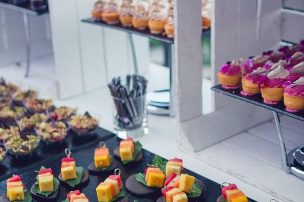 Piknik firmowy na słomie i skrzyniach, czyli eko trendy w cateringu