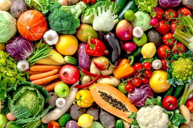 Dietetyk: Jedzmy owoce i warzywa. Zwłaszcza te o intensywnych barwach