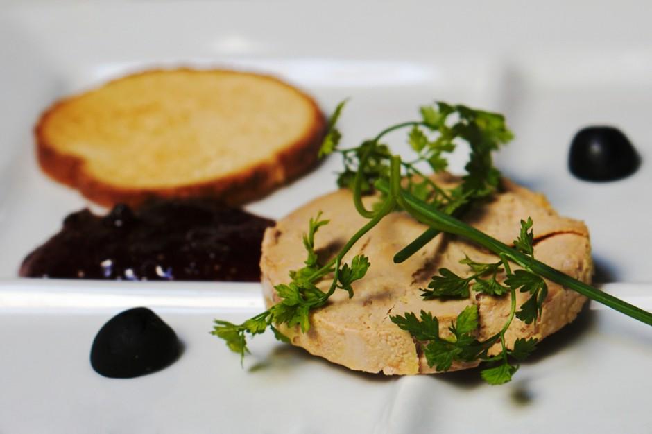 Naukowcy po raz kolejny krytykują proces produkcji foie gras
