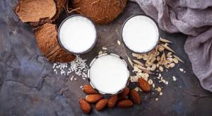 """Branża mleczarska wciąż za mało innowacyjna. Powinna eksperymentować z ofertą """"bezmleczną""""?"""