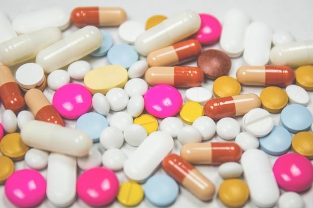Obrót lekami poza apteką na razie bez zmian