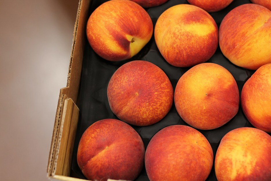 RH Bronisze: Mało śliwek, jabłek, moreli. Spore dostawy borówek i malin