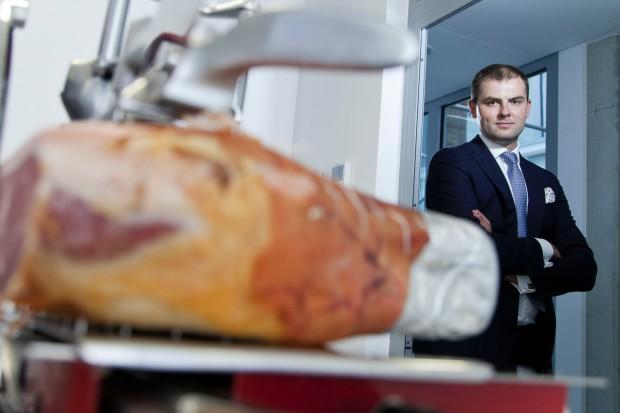 Włoskie szynki dojrzewające nie są dużo droższe od polskich tradycyjnych wędlin