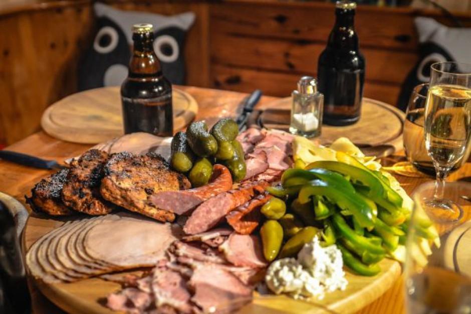 Wśród produktów regionalnych Polacy najczęściej szukają wędlin, pieczywa i serów