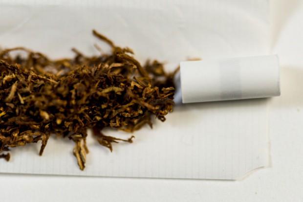 18 osób zatrzymanych ws. nielegalnej produkcji krajanki tytoniowej