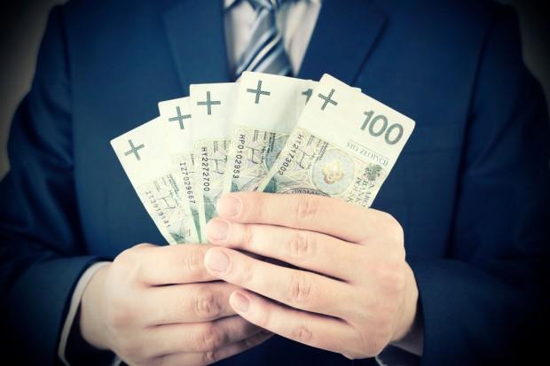 Pracownikom upadających firm będzie trudniej o wypłatę pensji. Co z Almą?