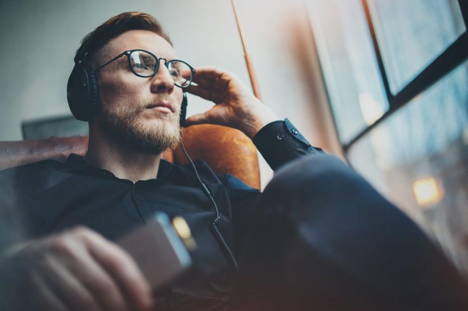 LinkedIn i Spotify wspólnie tworzą ranking muzyki słuchanej podczas pracy