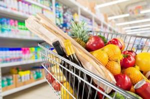 Ceny żywności w VIII spadły o 0,7 proc. Najbardziej potaniały warzywa, owoce i cukier